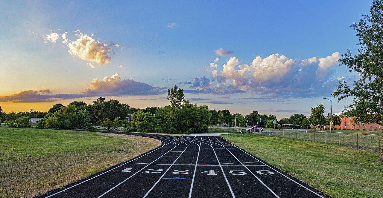 Track Starting Line Race Running  - royharryman / Pixabay
