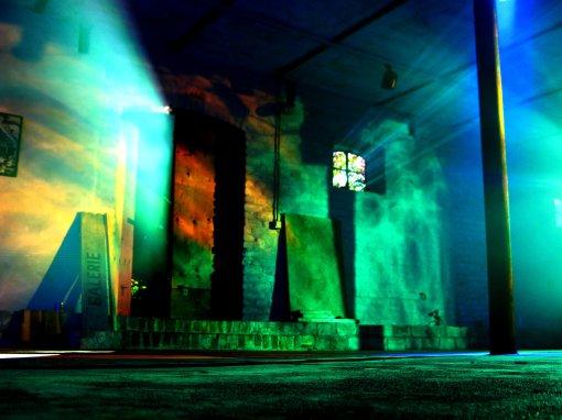 light_breaks_through_ikl959
