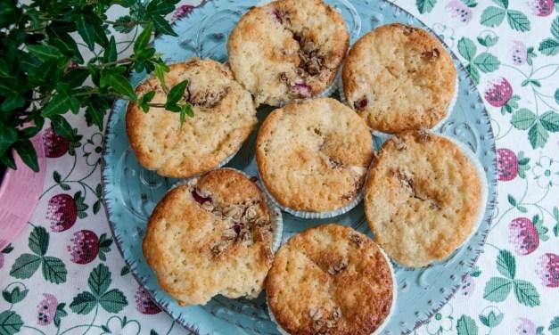 Rabarbermuffins med crumble och vit choklad