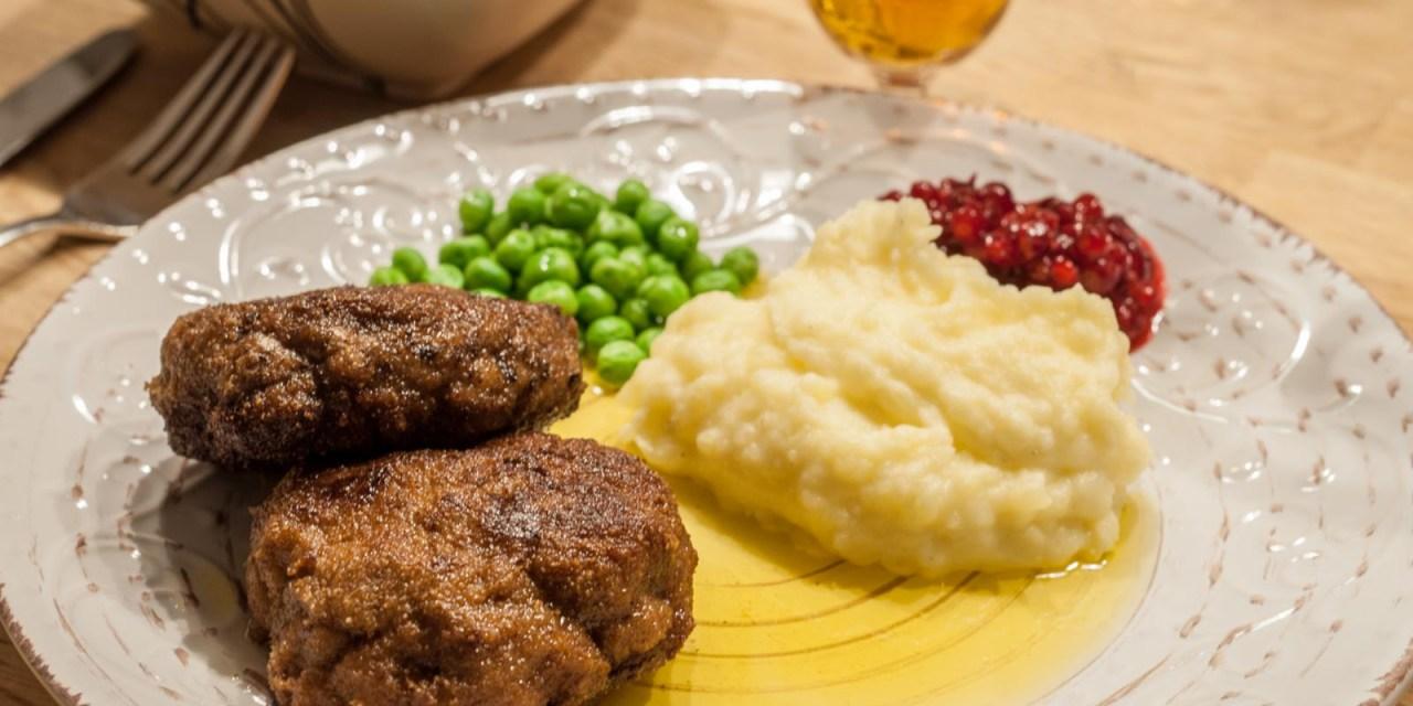 Wallenbergare med potatispuré och skirat smör