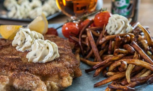 Kycklingschnitzel med kaprissmör och friterade vaxbönor