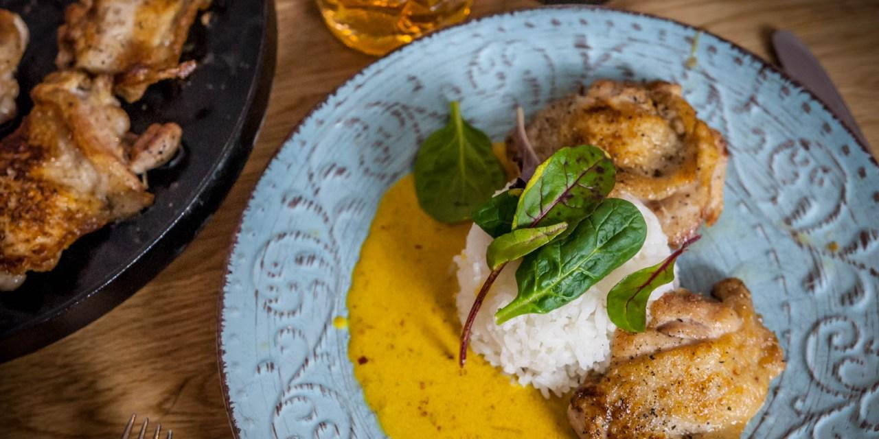 Urbenade kycklinglår med currysås och ris