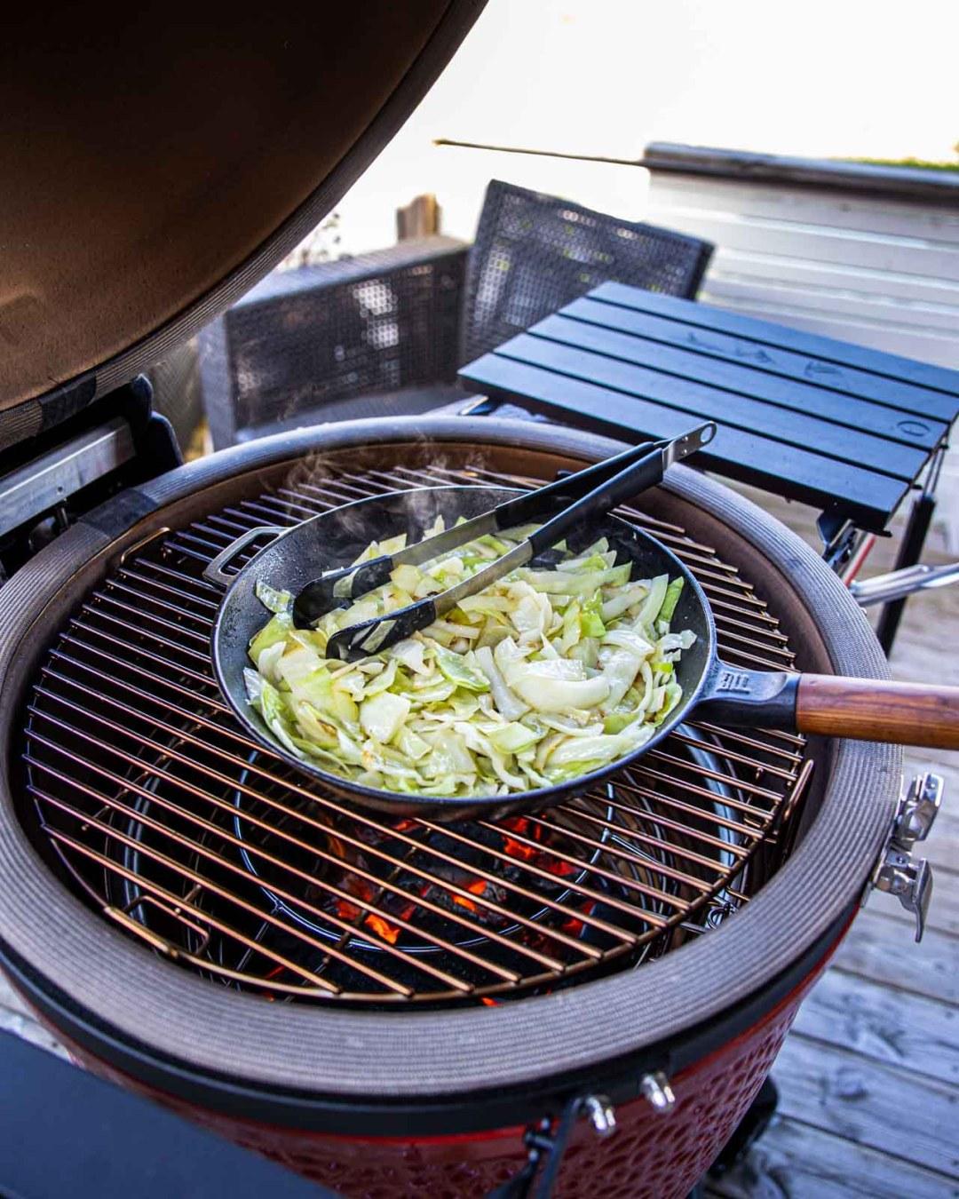 kålpudding på grillen