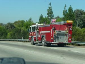Passage près de Ventura et ses camions de pompier