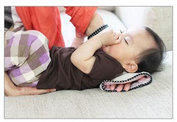 夏の快適授乳グッツ。筒状だから授乳後にベットに寝かせるのもラクチン