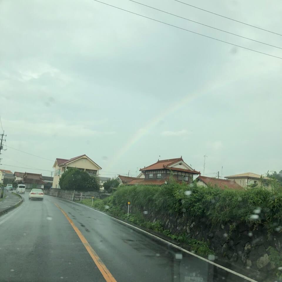 娘を保育所に迎えに行く途中に見つけた虹