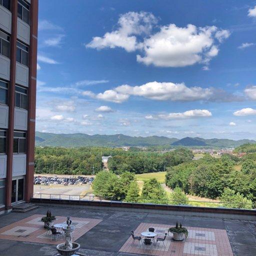 広島県東広島市に所在する広島国際大学の講義室からの風景