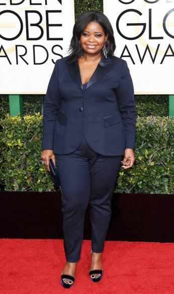 Octavia Spencer usa sandálias Jimmy Choo de veludo. Foto: Getty Images.