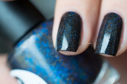 Lilypad Lacquer_Out in space_Black hole_07