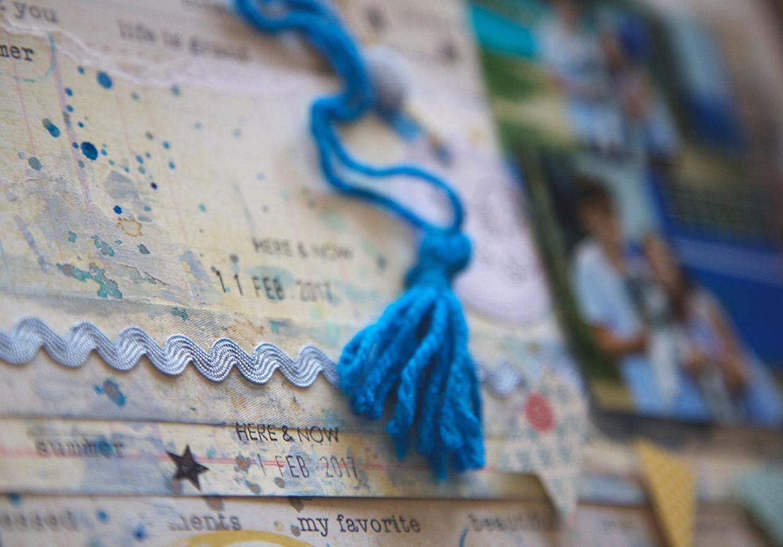 Use pompons e elementos têxteis no seu scrapbook