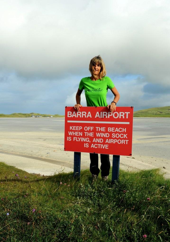 Questa sono io presso l'incredibile aeroporto dell'ISOLA di BARRA