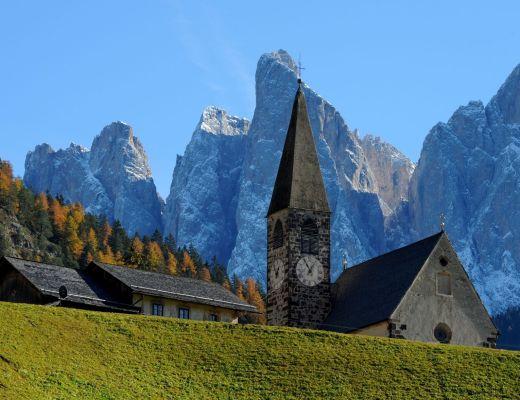 La chiesa di SANTA MADDALENA, simbolo della Val di Funes