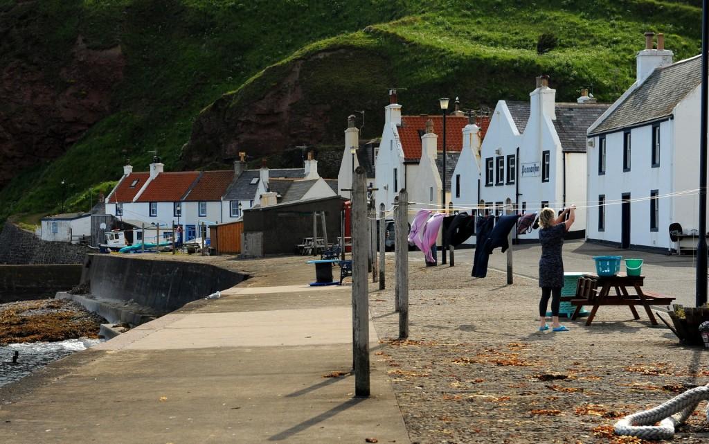 PENNAN: un'unica fila di cottage lungo il mare