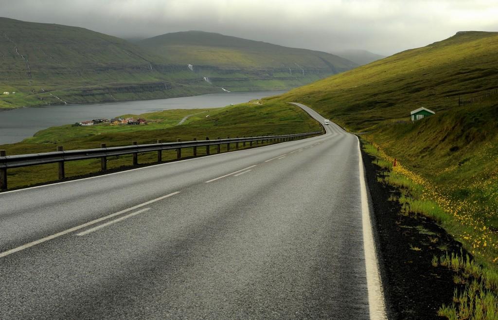 La strada che corre lungo la costa ovest di EYSTUROY