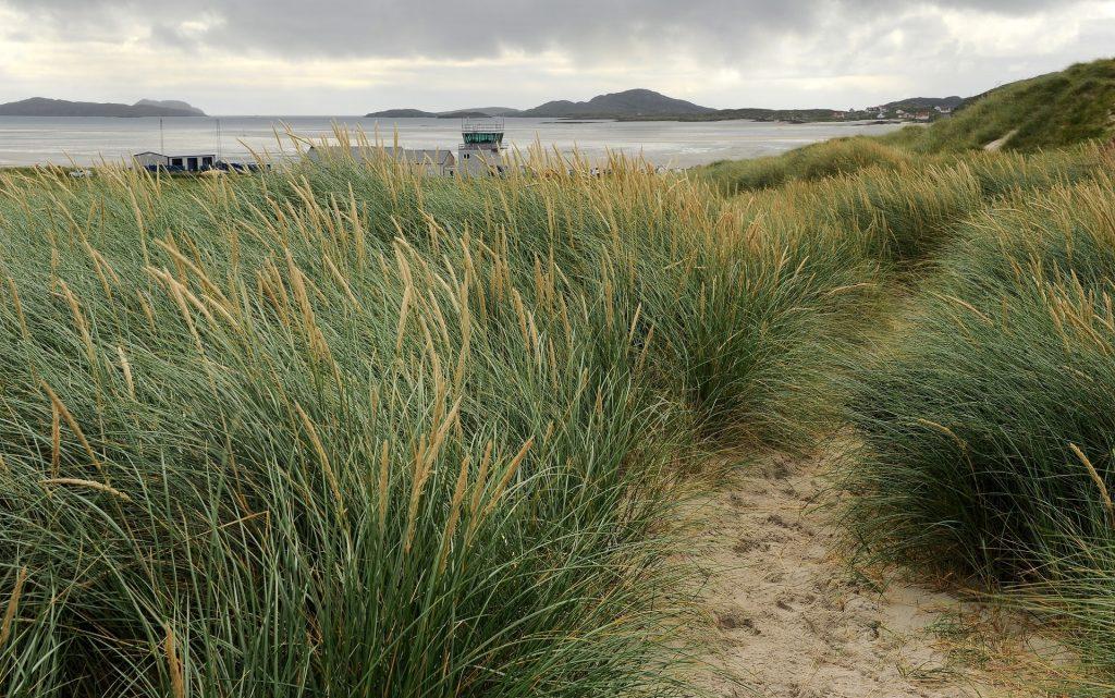 L'areoporto visto dalle dune di TRAIGH EAIS