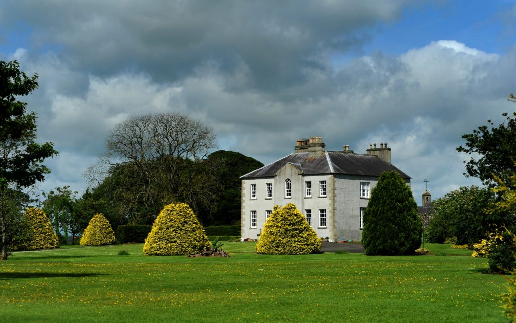 La tenuta di GRACEHILL, un tempo proprietà della famiglia Stuart. THE DARK HEDGES ne era il viale d'ingresso