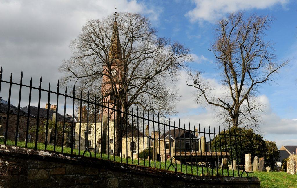 Uno scorcio del cimitero annesso all'abbazia
