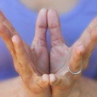 Le posizioni mudra? Una guida allo yoga delle mani