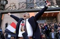 epa05721380 Egyptian lawyer and former presidential candidate Khaled Ali (C) celebrates outside the State Council courthouse after a verdict against the Egypt-Saudi border demarcation agreement, Cairo, Egypt, 16 January 2017. Egypt's Supreme Administrative Court on 16 January annulled the controversial ceding of two Red Sea islands to Saudi Arabia. The decision, which is definitive, upheld a lower court initiative taken in November 2016 against a deal to transfer the Egyptian islands of Tiran and Sanafir to Saudi Arabia. EPA/KHALED ELFIQI
