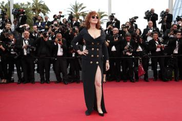 epa05302209 US actress Susan Sarandon arrives for the screening of 'Money Monster' during the 69th annual Cannes Film Festival, in Cannes, France, 12 May 2016. The movie is presented out of competition at the festival which runs from 11 to 22 May. EPA/IAN LANGSDON