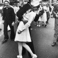 """""""V-J Day in Times Square"""" di Alfred Eisenstaedt, un bacio di speranza"""