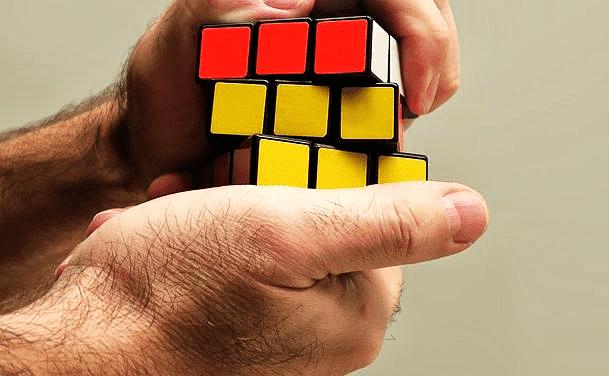 Risolvere il Cubo di Rubik 3×3 : Metodo a strati