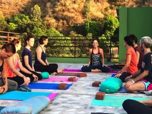 Ileanna instructora de yoga