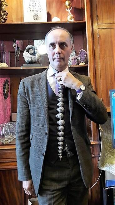 collier vanitas porté par Jean Boggio