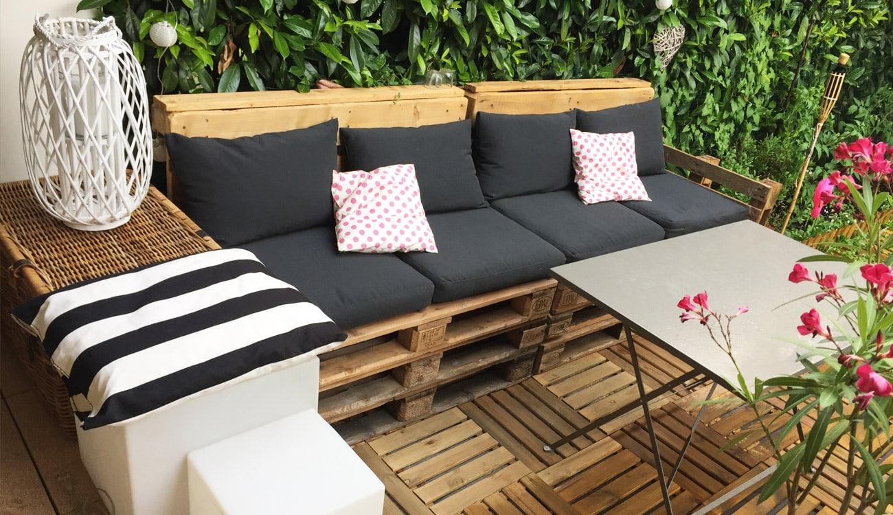 Diy d co salon de jardin en palettes rapide facile iletaituneveggie - Jardin facile ...