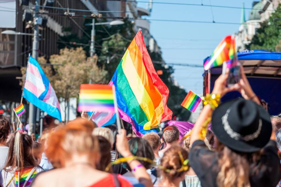 Svizzera, passa con il 62% il referendum anti-omofobia