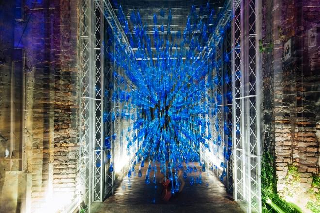 luzinterruptus-rain-interactive-installation-03