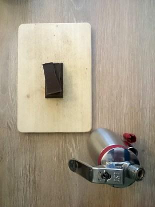 130g di Cioccolato fondente e il sifone pronto all'uso