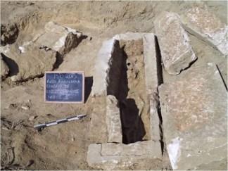 Ολυμπία: κιβωτιόσχημος τάφος βορείως του αναλημματικού τοίχου του Κρονίου Λόφου