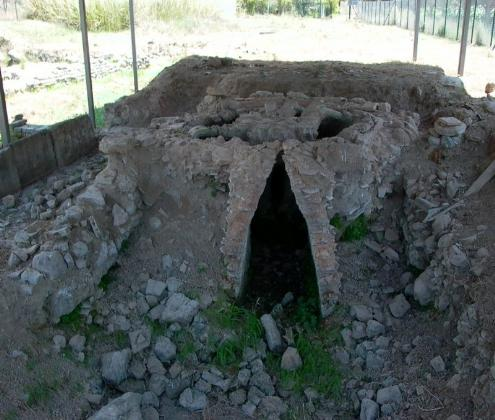 Επιτάλιο. Κλίβανος Ρωμαϊκών Χρόνων. Κατά τις σωστικές ανασκαφές που διεξήχθησαν την δεκαετία του 1960 στο πλαίσιο της κατασκευής αρδευτικού έργου, αποκαλύφθηκαν τα ερείπια ρωμαϊκών λουτρών και ενός κεραμικού κλιβάνου (2ος-4ος αι. μ Χ) κτισμένα πάνω σε θεμέλια οικοδομημάτων ελληνιστικών χρόνων καθώς και σε λείψανα μεγάλου δημόσιου κτηρίου της ίδιας εποχής που πιθανόν ανήκουν σε ναό.