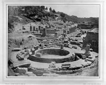 Άποψη του Φιλιππείου (σε πρώτο πλάνο) και του Ηραίου (στο βάθος) αμέσως μετά την ανασκαφική περίοδο 1877/78.