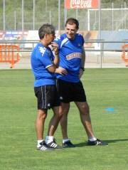 Entrenador Natxo Golzalez (izq.)