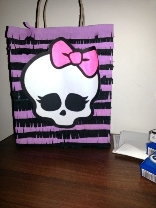 pinata-monster-high-2