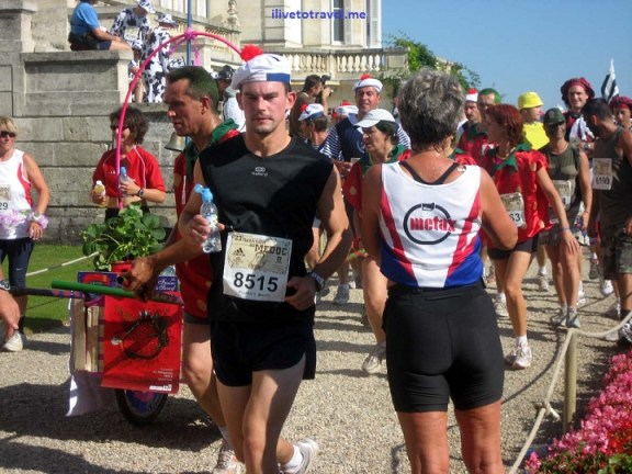 Bordeaux marathon going through Chateau Ducru-Beaucaillou, St. Julien