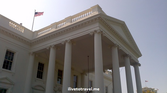 The White House with the U.S. flag