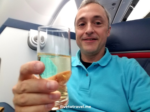 champagne, ilivetotravel, Delta, Delta One, first class, luxury, comfort