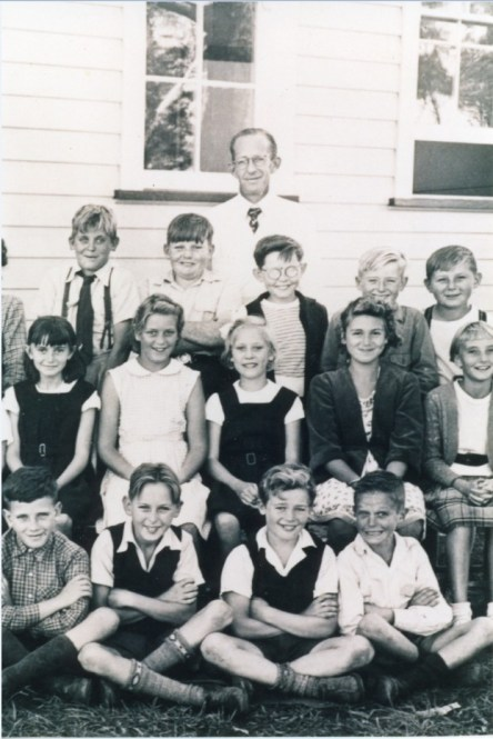 East Corrimal Primary School - 1952 - John Street is fourth from right in the back row next to his bespectacled mate Barry Smith.