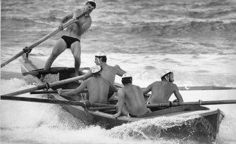 P27178 - The Towradgi boat crew in action at the Bellambi surf carnival - 5 December 1987