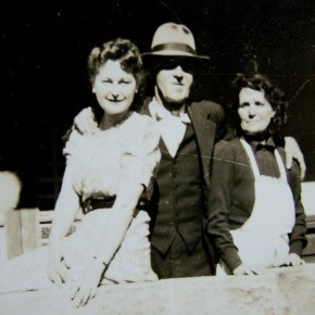 1933 - Rona with parents Jack & Sarah in New Home Blue Gum