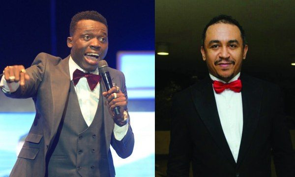 #TheExperience13: Akpororo attacks Daddy Freeze during performance
