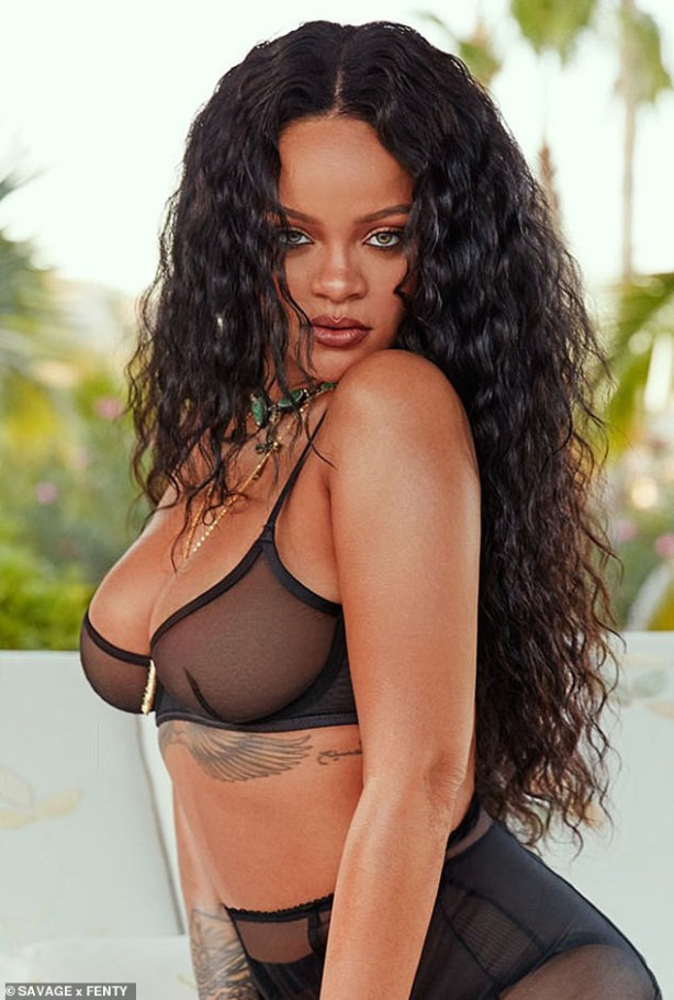 Rihanna flaunts her sexy body as poses in sexy lingerie (Photos)