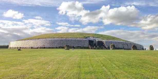 UNBELIEVABLE!!! Check Out Irish Neolithic Tomb One Of The Oldest Monument In THE World