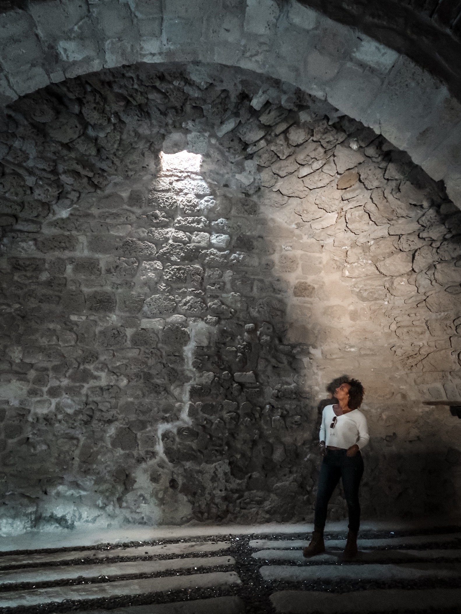 Illustrated by Sade - Inside room at the Bahrain Fort