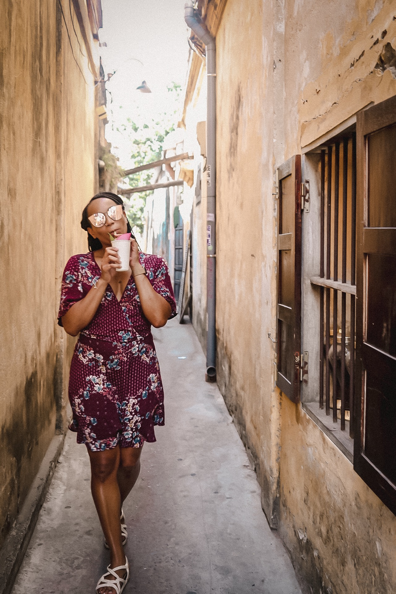 Illustrated by Sade - Drinking tea in an alley way in Hoi An, Vietnam