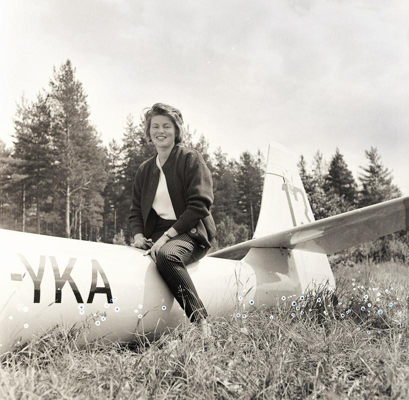 Mirja Ojander ja PIK-3A Kanttikolmonen OH-YKA. Kuva: Kai Mellen / SIM