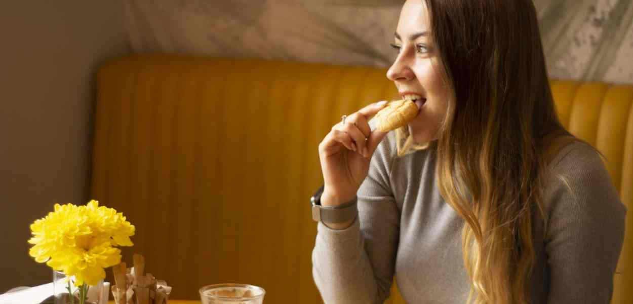 girl, café, eating